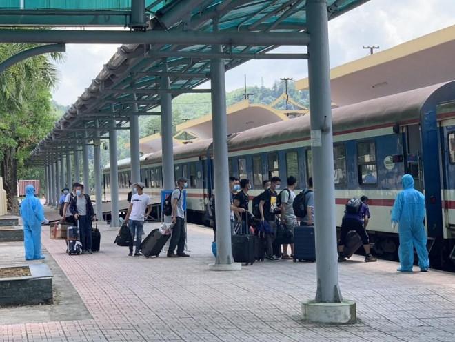 150 chuyên gia Trung Quốc vừa đến Quảng Ngãi bằng tàu hỏa lập riêng