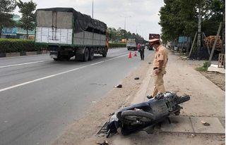 Tin tức tai nạn giao thông ngày 13/6: Bị xe container tông, người phụ nữ đi xe máy tử vong