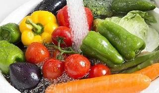 5 cách 'đánh bay' thuốc trừ sâu trong rau quả hiệu quả nhất