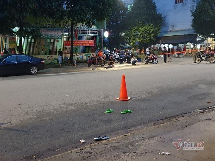 Hai thanh niên bị truy sát thương vong trước cổng công ty