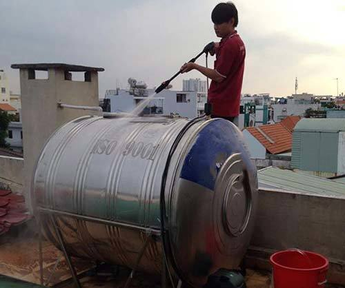 Hà Nam: Đang rửa téc nước, 3 người điện giật thương vong