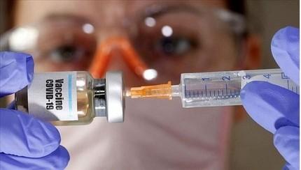 Mỹ sẽ chỉ hỗ trợ tiền cho 7/14 vaccine thử nghiệm chống Covid-19
