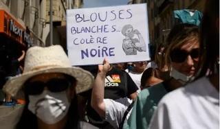 Y bác sỹ Pháp biểu tình đòi cải cách bệnh viện trước dịch Covid-19