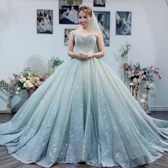 Đăng ảnh diện váy cưới, Vân Hugo nhận cơn mưa lời khen của sao Việt