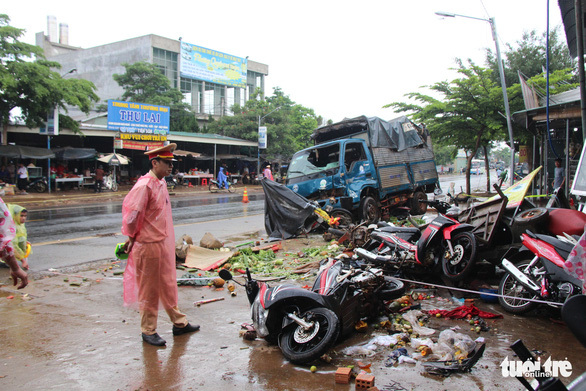 Xe tải lao vào chợ khiến 10 người thương vong chở số tải trọng 'khủng'