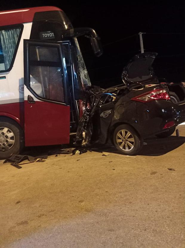 Ô tô con đối đầu xe khách kinh hoàng, 1 người tử vong tại chỗ