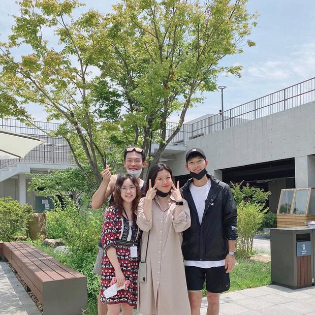 Song Joong Ki chính thức lộ diện sau tin đồn hẹn hò nữ luật sư
