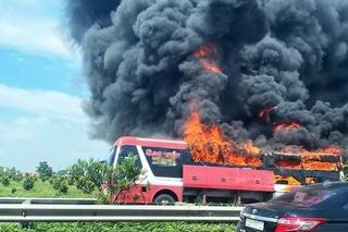 Xe giường nằm cháy trên cao tốc Nội Bài - Lào Cai, hành lý của khách bị thiêu rụi