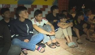Hàng chục thanh thiếu niên và học sinh vác hung khí hỗn chiến