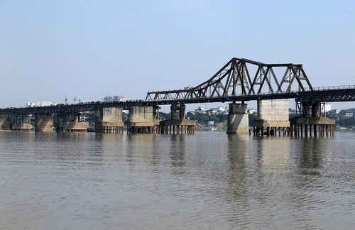 Phát hiện quả bom từ thời chống Mỹ nằm cách cầu Long Biên 800m