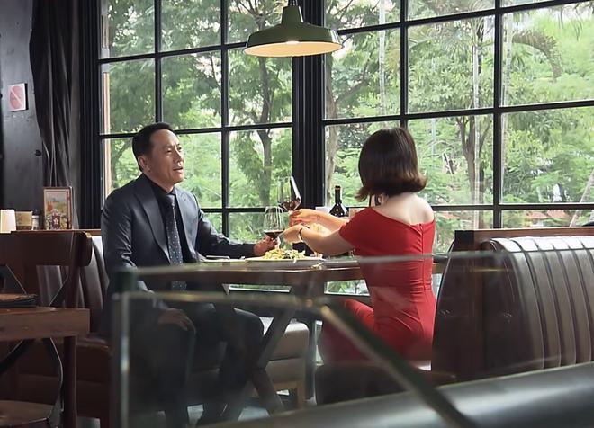 Đừng bắt em phải quên tập 15: Ngân bắt gặp chồng đi ăn với 'em gái mưa'