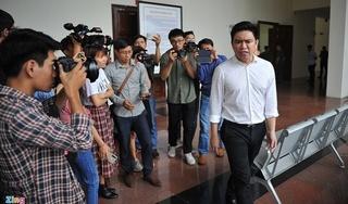 Bác sĩ Chiêm Quốc Thái bức xúc, tức giận ra khỏi phòng xử