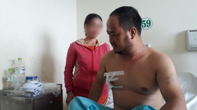 Người đàn ông bị 2 đối tượng xông vào nhà nghỉ đâm thủng phổi
