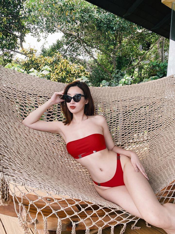 Lần hiếm hoi Đỗ Mỹ Linh diện đồ hở bạo, khoe ảnh diện bikini
