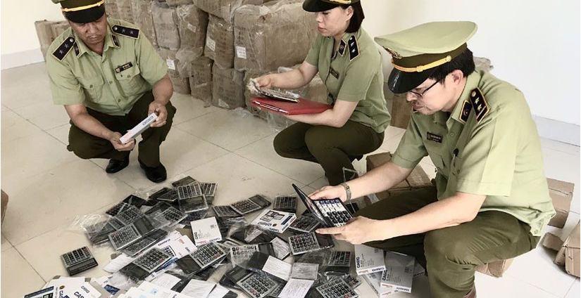 Tin tức pháp luật 20/6, phát hiện 3 kho hàng lậu, hàng giả ở chợ trung tâm Móng Cái
