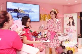 Hari Won vỡ òa hạnh phúc khi bất ngờ được fan tổ chức sinh nhật
