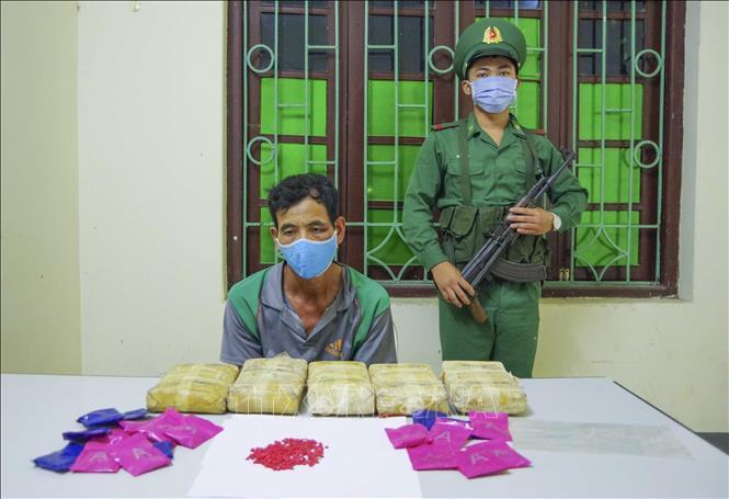 Tóm gọn gã trai người Lào mang 30 nghìn viên ma túy vào Việt Nam