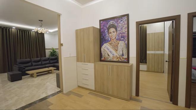 Hoa hậu H'Hen Niê bỏ 2,5 tỷ xây nhà cực đẹp cho bố mẹ