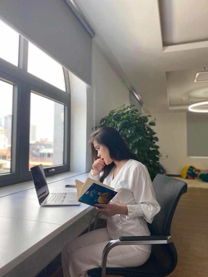 Bị chụp lén trong thư viện, nữ sinh gây sốt vì vẻ đẹp nữ thần2