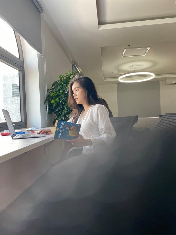 Bị chụp lén trong thư viện, nữ sinh gây sốt vì vẻ đẹp nữ thần3