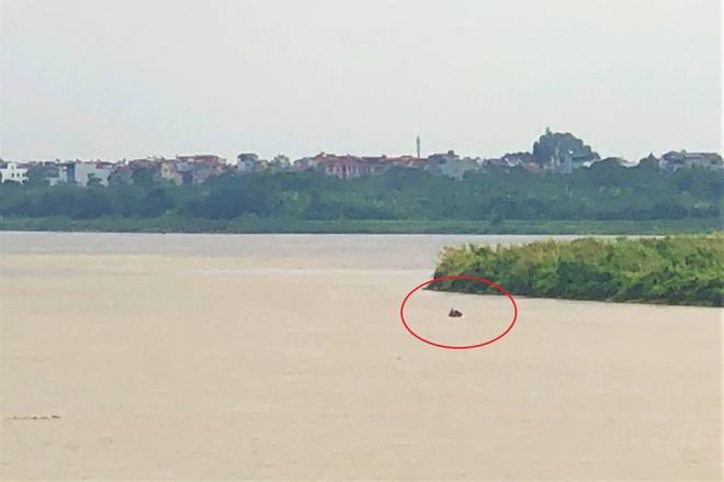 Chuẩn bị trục vớt quả bom nằm cách cầu Long Biên 800m