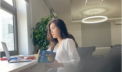 Bị chụp lén trong thư viện, nữ sinh gây sốt vì vẻ đẹp nữ thần