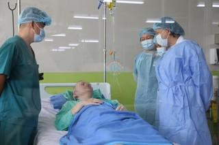 Đề xuất thưởng nóng 500 triệu đồng cho êkip điều trị bệnh nhân phi công Anh