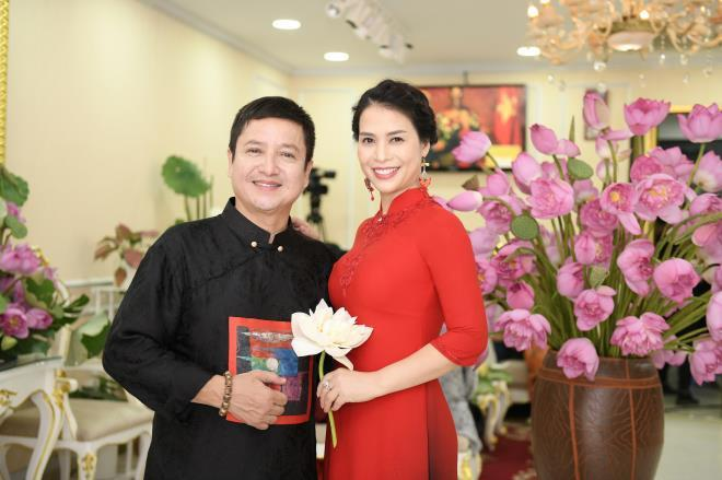 Chí Trung và bạn gái xuất hiện trong buổi 'Tiệc sen' của NTK Đỗ Trịnh Hoài Nam