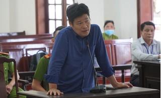 Giám đốc gọi giang hồ vây xe chở công an lĩnh thêm án tù vì trốn thuế