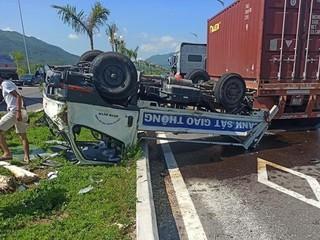 Sức khỏe 2 chiến sỹ CSGT trên ô tô bị container tông lật ngửa giờ ra sao?