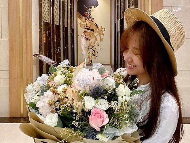 Khoe khoảnh khắc tình tứ, Hari Won tiết lộ lần đầu làm điều này sau 4 năm cưới