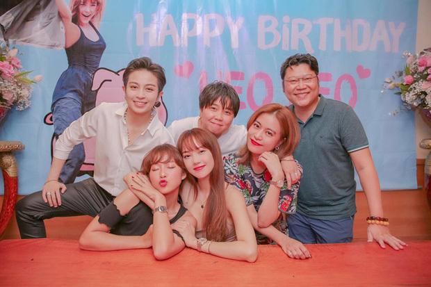 Fan thích thú khi Hoàng Thuỳ Linh sánh đôi Gil Lê dự tiệc sinh nhật Minh Hằng