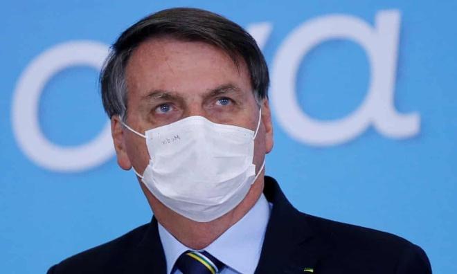 Tổng thống Brazil đối mặt án phạt gần 400 USD/ngày nếu không đeo khẩu trang