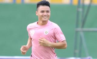 Sau scandal lộ tin nhắn riêng tư, Quang Hải xuất hiện vui vẻ trên sân tập