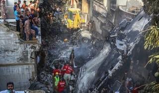 Vụ máy bay rơi 97 người chết ở Pakistan: Phi công mải trò chuyện về Covid-19