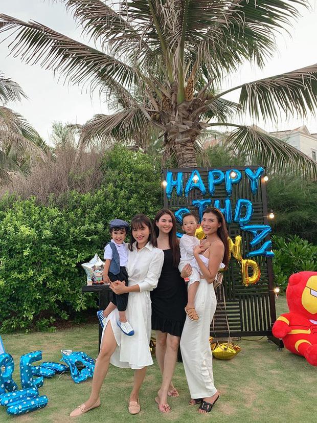 Thúy Diễm - Lương Thế Thành tổ chức sinh nhật cho con trai ở bờ biển, nhan sắc dàn mẹ bỉm gây sốt