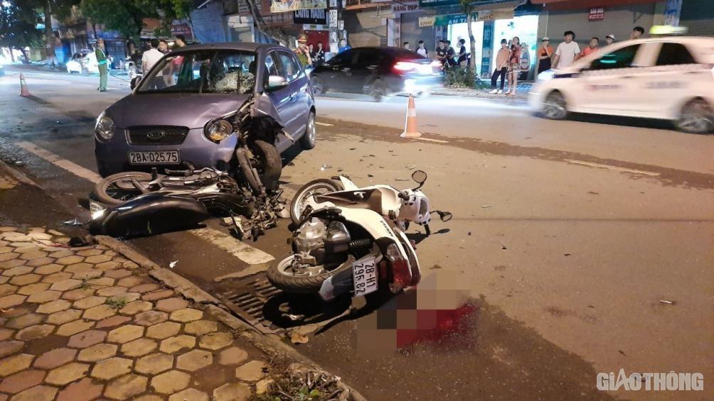 Xe con va chạm liên tiếp hai xe máy, 1 người chấn thương sọ não