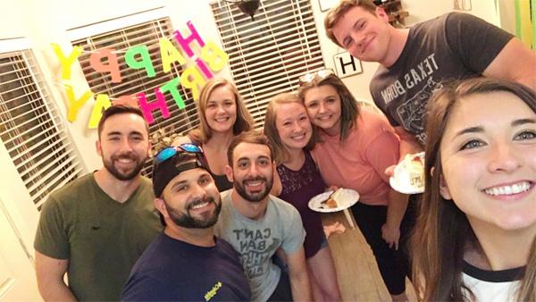 Sau bữa tiệc sinh nhật, 18 người trong một gia đình nhiễm Covid-19