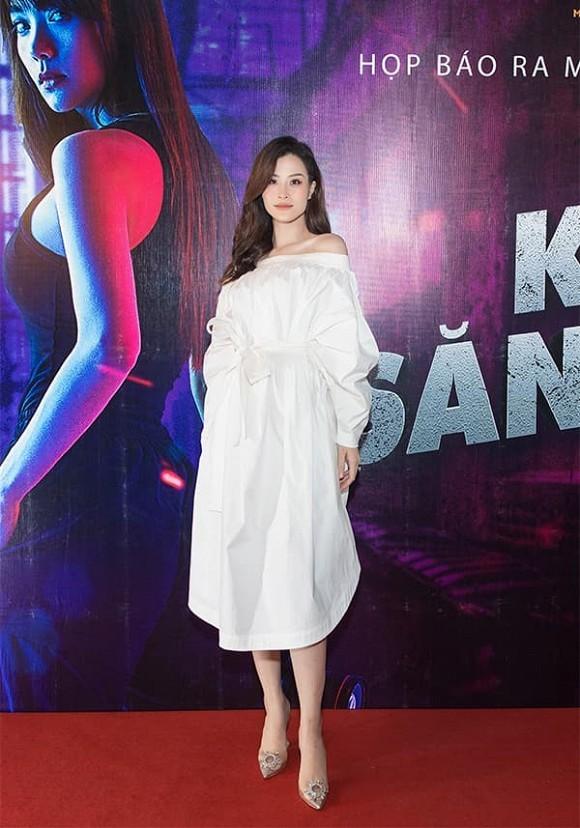 Đông Nhi mang bụng bầu 5 tháng ủng hộ phim mới của Minh Hằng