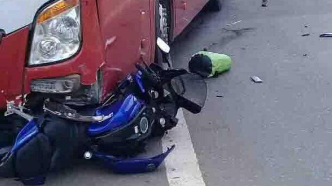 Phượt thủ tử vong khi lao vào xe khách
