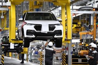 Từ hôm nay khách hàng được giảm 50% phí trước bạ với ô tô 'made in Vietnam'