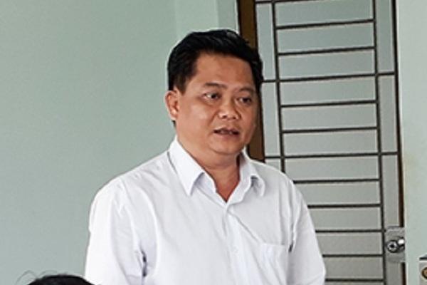 Cách chức Phó Bí thư huyện dùng bằng giả để thăng tiến