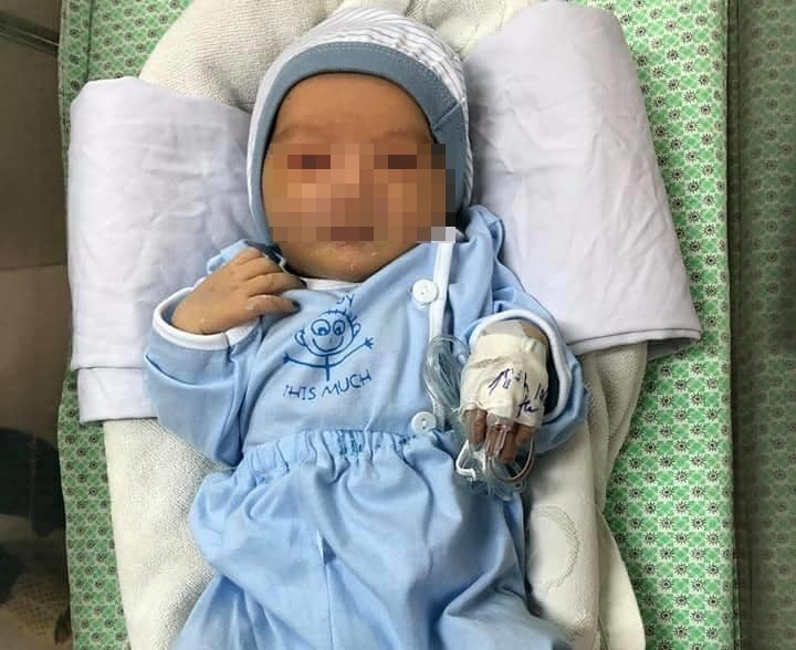 Bé sơ sinh bị bỏ rơi dưới hố ga suốt 3 ngày đã tử vong