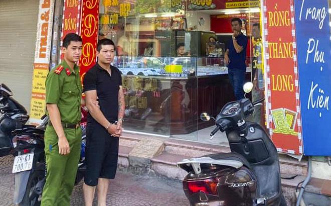 Quá khứ bất hảo của kẻ ăn mặc bảnh bao cướp tiệm vàng ở Hà Nội