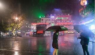 Hà Nội sắp đón 'cơn mưa vàng', chấm dứt đợt nắng nóng kỷ lục