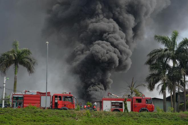 Yêu cầu đo và công bố công khai nồng độ hóa chất sau vụ cháy ở Long Biên