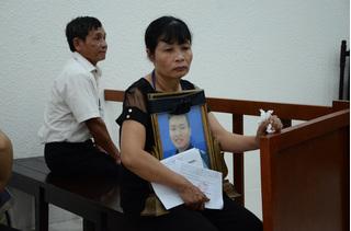 Mẹ nam sinh chạy Grab bị sát hại thất thần, yêu cầu tuyên kẻ thủ ác nặng nhất