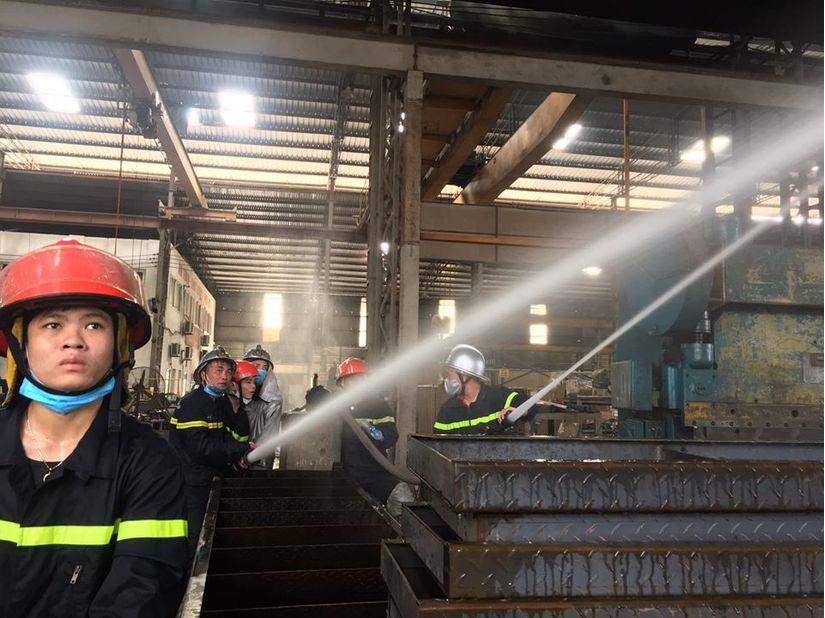 Hóa chất vụ cháy kho xưởng ở Long Biên là cồn methanol