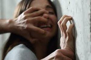 Gã hàng xóm nhiều lần hãm hiếp bé gái 10 tuổi rồi cho 2.000 đồng