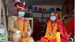 Sau 2 ngày cưới, chú rể chết vì Covid-19, 113 người nhiễm